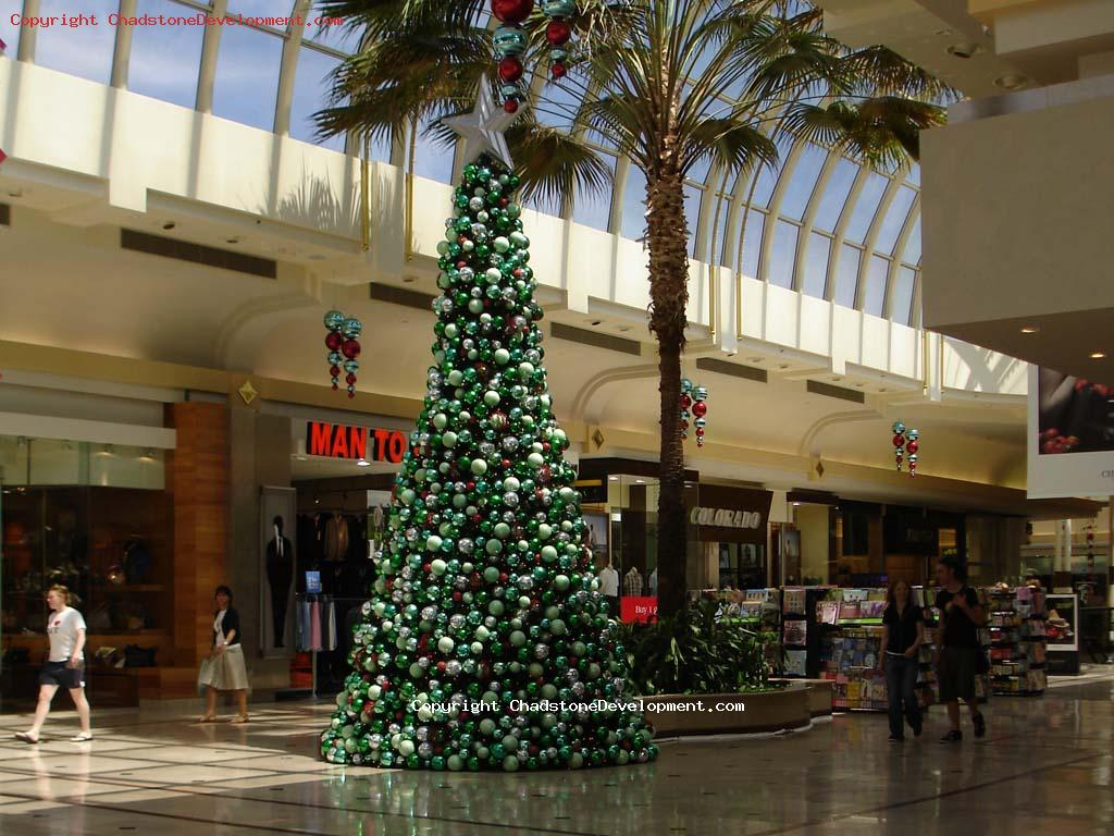 Christmas trees already up for 2008 - Chadstone Development Discussions